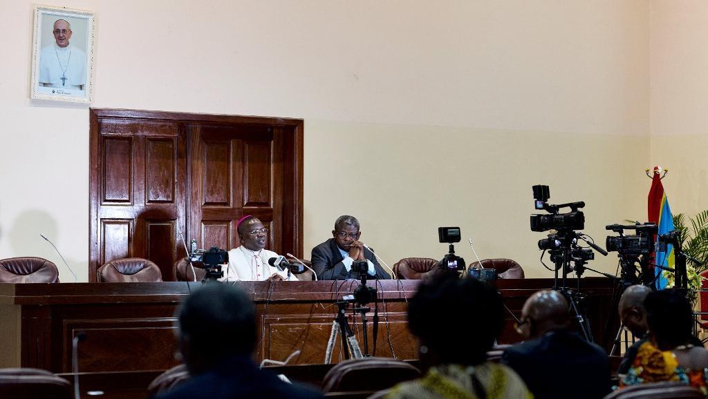 Marcel Utembi, chef des évêques congolais, et l'abbé Donatien Nsholé, secrétaire général de la Cenco, le 31 décembre à Kinshasa.