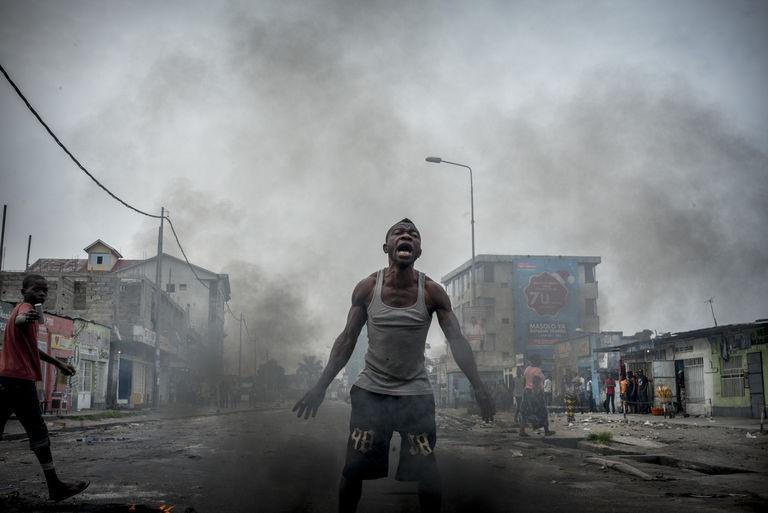 Dans le quartier populaire de Lemba, à Kinshasa, le 20 décembre. Crédits : Guillaume Binet / MYOP