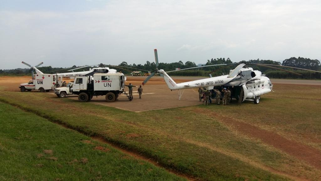 Aéroport Mavivi, Nord Kivu, RD Congo : 8 décembre 2017, evacuation sanitaire vers Goma des casques bleus blessés suite à l'attaque meurtrière, des présumés ADF, contre une Base de la Compagnie Opérationnelle de la MONUSCO à Semuliki, le 7 décembre 2017.