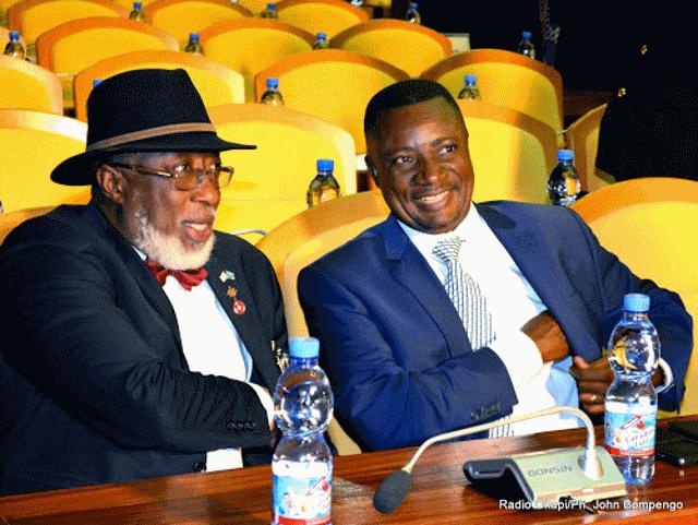 Le gouverneur du Kasaï-Oriental Ngoy Kasanji (à droite) et son homologue du Sud-Kivu Marcellin Cishambo (à gauche)