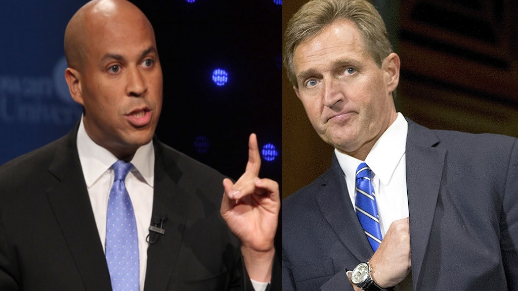 Cory Booker (D-NJ) et Jeff Flake (R-AZ)