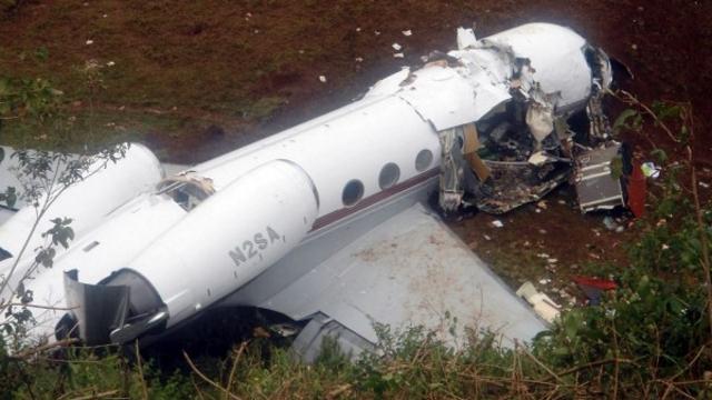 Une photo d'un avion qui s'etait écrasé près de l'aéroport de Bukavu, en RDC, avait tué trois personnes, le 12 février 2012. Un avion militaire de la RDC s'est écrasé, avec 30 morts redoutés