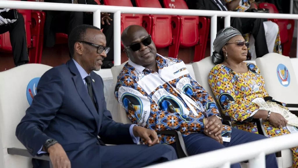 Paul Kagamé et son esclave domestique  nègre, Félix Tshisekedi