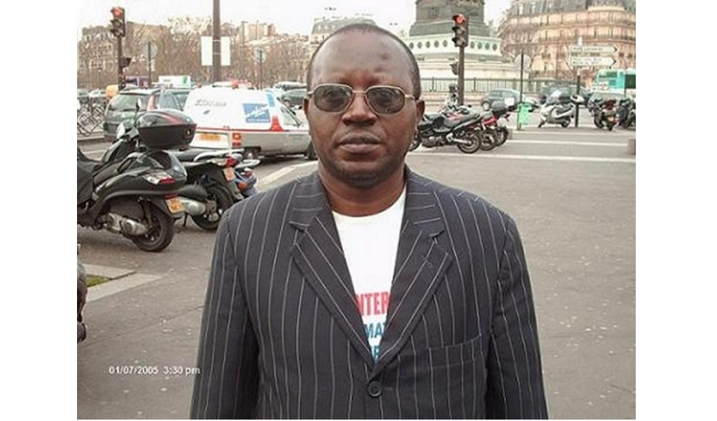 Floribert Chebeya sur la place Bastille à Paris. Photo prise par Freddy Mulongo pour Réveil FM International