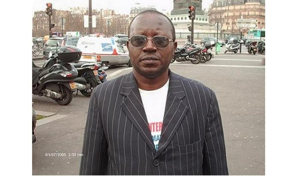 Floribert Chebeya sur la place Bastille à Paris. Photo prise par Freddy Mulongo pour Réveil FM International