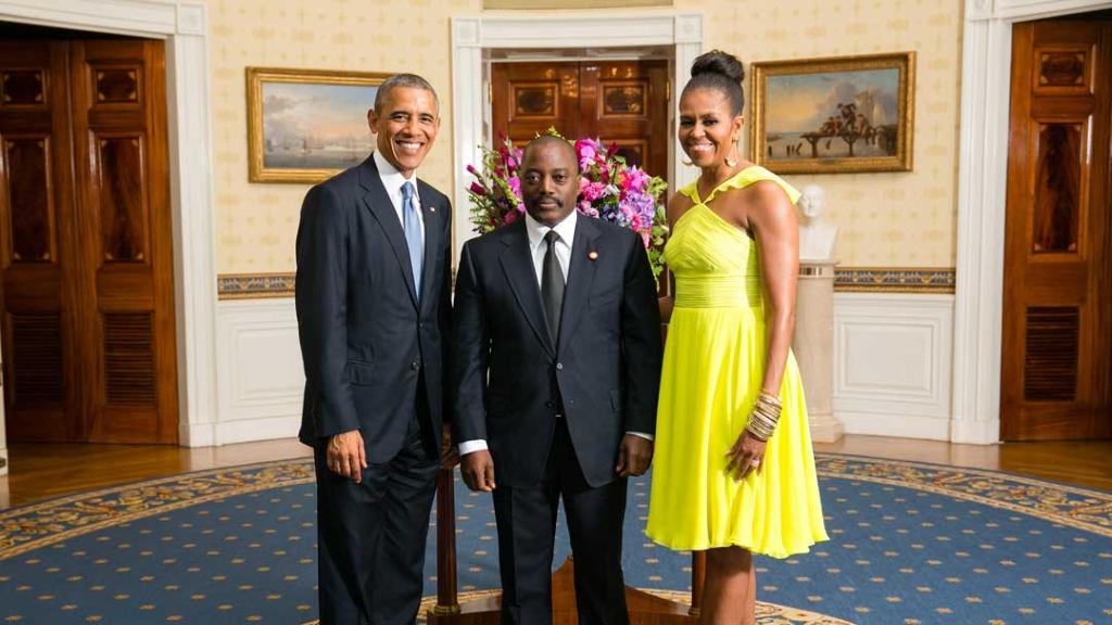 Le président Barack Obama et la première dame Michelle Obama avec le président de la République démocratique du Congo Joseph Kabila Kabange, le 5 août 2014 (Département d'État / domaine public des États-Unis)