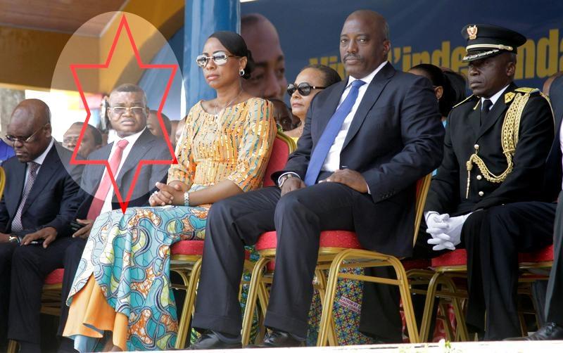 Kalev Mutond — Un vrai petit démon, deuxième partant de la gauche—, ancien Directeur de l'Agence Nationale de Renseignement (ANR) en République démocratique du Congo, apparaît avec la Première Dame Marie Olive Lembe et le président Joseph Kabila lors de la célébration de l'anniversaire de l'indépendance du pays à Kindu, capitale de la province du Maniema, le juin 30, 2016.