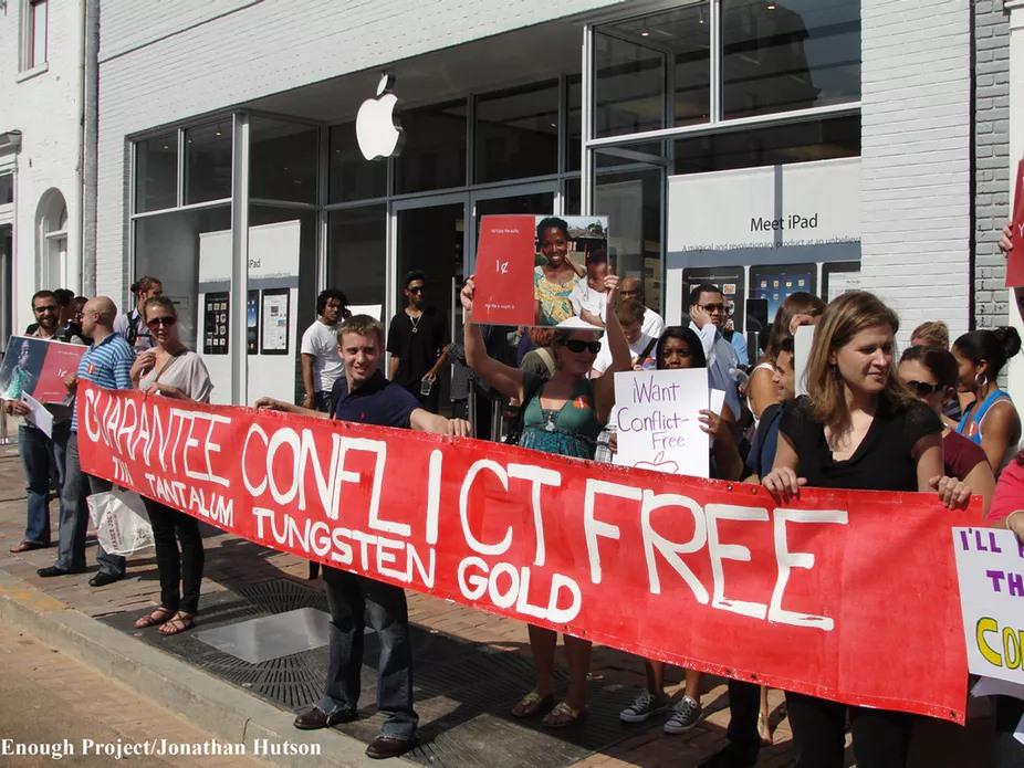 Démonstration en faveur des produits sans conflit. Enough Projet / Flickr