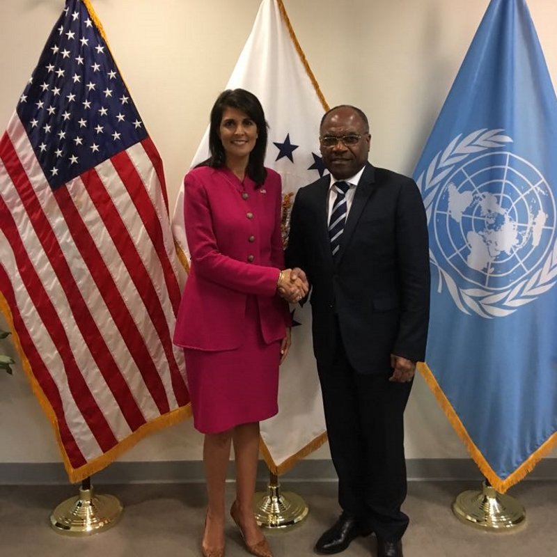 Nikki Haley et She Okitundu