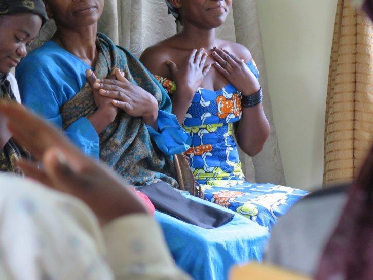 Les femmes qui ont été victimes d'abus sexuels assistent à une séance de thérapie de la musique à la Fondation Panzi en République démocratique Congo, Fondation Panzi