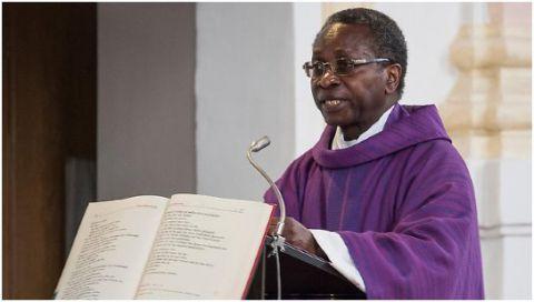 Père Olivier Ndjimbi-Tshiende