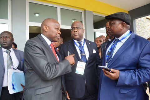 Vital Kamerhe ( Directeur de Cabinet ), Felix Tshisekedi et Jean-Paul Mulamba ( assistant logistique )